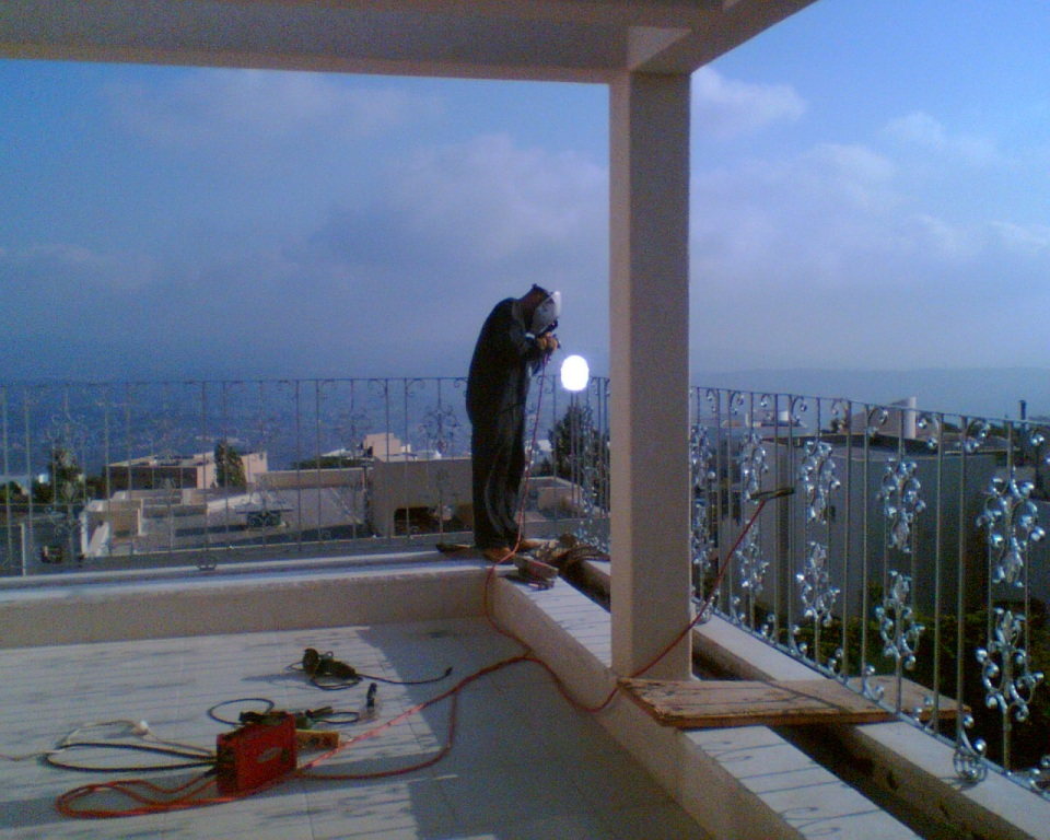 מעקה מרפסת יציאה מהסלון - ריתוך סופי ועיגון למקום